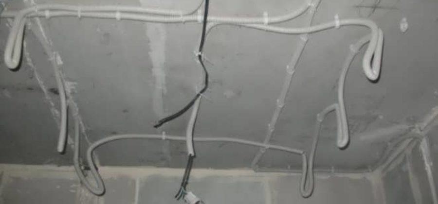 Какие коммуникации можно спрятать под натяжным потолком