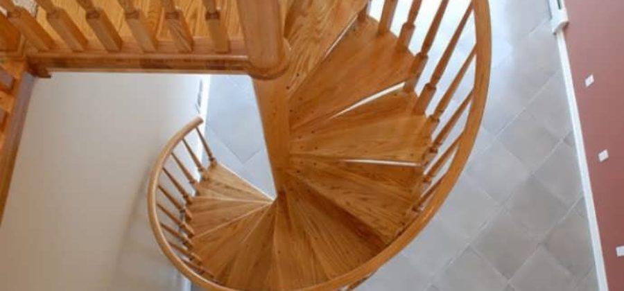 Винтовые деревянные лестницы — минимум места, максимум стиля!